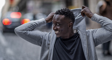vf_ahmed_sylla_slider_6297.jpeg_north_371x201_white